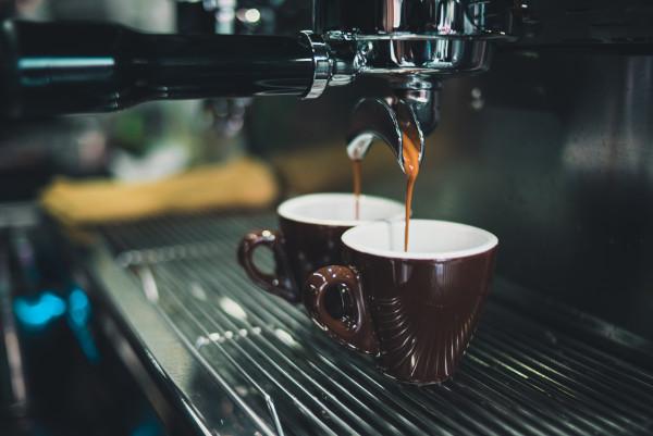 Чем отличается профессиональная кофемашина от домашней кофеварки?